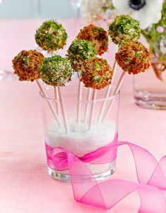 Suolaiset cake pops -voileipäkakkutikkarit | Kodin juhlat | Pirkka