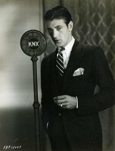 1bohemian:  From late 1928 to 1933, the studios of KNX radio  were located on the lot of Paramount Pictures in Hollywood. During that time, ...