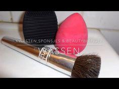 Make up applicators wassen vind ik geen leuke klus maar het moet gedaan worden!  Make up kwasten, beautyblenders en sponsjes moeten eraan geloven. Op swingende tonen worden zij schoongewassen!