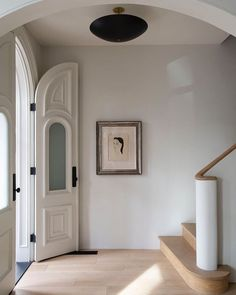 """The Hudson Company's Instagram post: """"This serene entryway is the threshold of a 19th century Italianate row house in Fort Greene, Brooklyn designed by @tbddesignstudio.…"""" Estilo Interior, Interior Styling, Interior Decorating, Hallway Decorating, Entryway Decor, Design Studio, Deco Design, Design Design, Modern Design"""