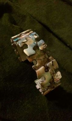 How to Recycle: Recycled Jigsaw Puzzle Pieces - . How to Recycle: Recycled Jigsaw Puzzle Pieces You are in the right place about fabric craf - Puzzle Piece Crafts, Puzzle Art, Puzzle Pieces, Game Pieces, Recycled Jewelry, Recycled Crafts, Handmade Jewelry, Recycled Tires, Recycled Clothing