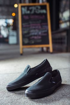 Vans collaborated with No. 7 chef Tyler Kord to tweak the Classic Slip-On for extreme professional kitchen punishment. Kitchen Shoes, Chef Shoes, Interview Attire, Henleys, Professional Kitchen, Vans Slip On, All Black Everything, Best Sneakers, Loafers Men