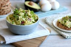 Avokado- og eggesalat I Love Food, Lchf, Guacamole, Salad Recipes, Protein, Cooking Recipes, Eggs, Ethnic Recipes, Cooker Recipes