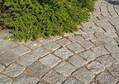 Noppakivillä luonnollinen ilme pihaasi. Rudus noppakivi, harmaata graniittia. http://www.rudus.fi/tuotteet/pihakivituotteet/luonnonkivipaallysteet/13784/noppakivet