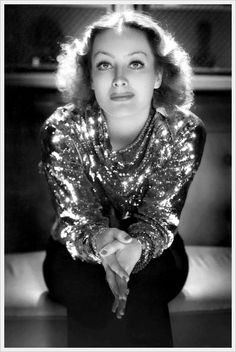 Joan Crawford in a 1932 photo by George Hurrell