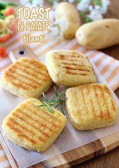 I toast di patate in padella sono un piatto molto goloso e facile da preparare, perfetti da servire come aperitivo,... Good Food, Yummy Food, Tasty, Savoury Dishes, Gelato, Street Food, Italian Recipes, Appetizer Recipes, Pizza