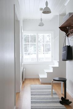 Your starting point for everything Nordic!) all about the latest home interior trends & design from Copenhagen and Stockholm. Hallway Inspiration, Interior Inspiration, Scandinavian Modern, Scandinavian Interiors, Skandinavisch Modern, Interior And Exterior, Interior Design, Entry Hallway, Classic Rugs