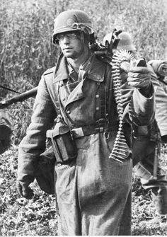 German MG operator on the Eastern Front 1942