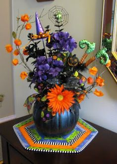 Happy Halloween! floral arrangement and quilted mat