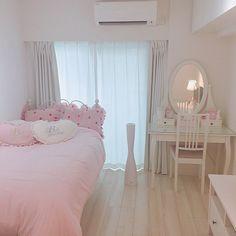 fotinhas kawaii que a baby tem no celular Pastel Room, Pink Room, Girl Bedroom Designs, Room Ideas Bedroom, Bedroom Decor, Japanese Bedroom, Kawaii Bedroom, Cute Room Decor, Pretty Room