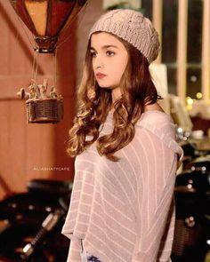 ha bye i love u meet me soon i'll bring your book Stylish Girl Pic New, Aalia Bhatt, Alia Bhatt Cute, Very Beautiful Woman, Disha Patani, Beautiful Bollywood Actress, Indian Bollywood, Girls Dp, Bollywood Celebrities