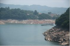 Cheongpung lake is so beautiful that lots of people call it 'inland ocean'. Jecheon has become hot spot on the basis of superb natural landscape where tourists want to visit. It makes visitors peaceful.