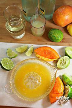 Sparkling Mexican Limeade and Orangeade -Limonada y Naranjada Preparada Authentic Mexican Recipes, Fruit Recipes, Mexican Food Recipes, Drink Recipes, Orangeade Recipe, Agua Mineral, Mexican Kitchens, Recipe Steps, Latin Food