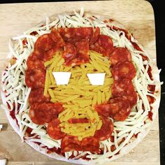 Pizza perfect fun! A quick and easy food idea to theme your super hero party! Grab a pre made pizza base, cover with a tomato sauce (as you please), then take advantage of iron mans cheesy colours and follow the layout accordingly! Little kids and big kids love this one! Party Designs by EJB Iron Man Theme, Iron Man Party, Iron Man Snacks, Man Party Foods, Movie Night Snacks, Movie Nights, Superhero Birthday Party, 5th Birthday, Dinner And A Movie