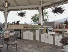 Outdoor Kitchen with Custom Details....I really need to hit the lottery!