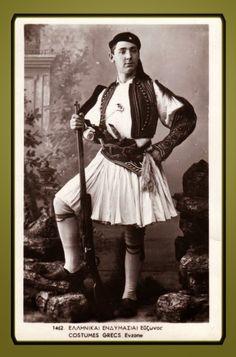 Λόλα, να ένα άλλο: Εύζωνες με φουστανέλα και τσαρούχια με κορδέλα ! Greek Warrior, Vintage Photography, Greece, Army, Traditional, History, Men's Costumes, Antiques, People
