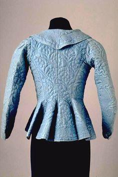 JACKE (DAMEN) IN-8687 Jacke (Damen). Gesteppter, blauer Seidenstoff. Um 1790. (IN-8687)