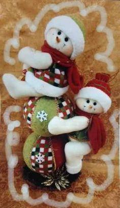 Resultado de imagen para muñecos de navidad Felt Christmas Decorations, Beaded Christmas Ornaments, Christmas Wreaths, Christmas Crafts, Holiday Decor, Christmas Sewing, Christmas Fabric, Christmas Snowman, Xmas