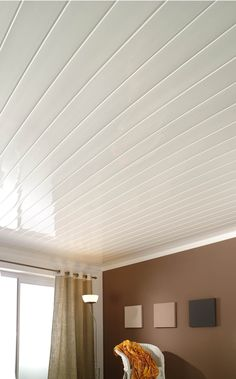 With a thickness of 10 mm, a length of 4 m, invisible fittings and a gloss white surface that maximizes brightness, Topline 2000 gloss white is perfectly suited to the ceilings and sloping ceilings of any rooms you want to brighten up. A bright idea for ceilings where the whiteness remains brilliant for a long time.