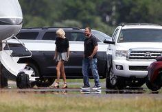 Taylor Swift Boarding a Private Jet in Rhode Island 6/17/2016 | TAYLOR SWIFT and Tom Hiddleston Boarding at a Private Jet in Rhode ...