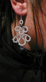 tatting ring...very interesting use of simple tatting