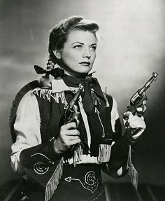 Annie Oakley (TV series) American Western television series that fictionalized the life of famous sharpshooter Annie Oakley. It ran from January 1, 1954 to February 1, 1957 in syndication, for a total of 81 black and white episodes, each 25 minutes long. ABC showed reruns on Saturday and Sunday daytime from 1959 to 1960 and from 1964 to 1965. The show starred Gail Davis in the title role.