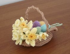 Easter basket with daffodils - free pattern