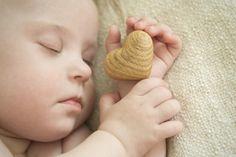 Seguro que os pasa a menudo que cogéis a vuestro bebé o a vuestro niño o niña si…