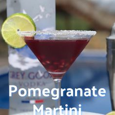 Pomegranate Martini (Great Summer Cocktail) - Perfect For Pool Parties Pomegranate Vodka Cocktail, Pomegranate Juice, Summer Martinis, Summer Cocktails, Vodka Cocktails, Refreshing Cocktails, Wine Mixed Drinks