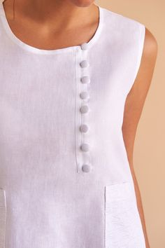 The Lyla dress in mid-length for your day-to-night social life, this style features beautiful white linen buttons and our signature Fácil Blanco embroidery. Fácil Blanco is proudly designed and tailored in Dubai from Italian linen. Designer Kurtis, Designer Dresses, Kurta Designs, Blouse Designs, Modest Fashion, Fashion Dresses, Kurta Neck Design, Sewing Blouses, Mode Simple