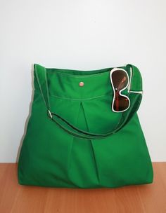 LOVE the kelly green bag! And handmade :)