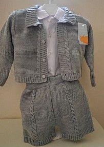 Conjunto de lana tres piezas en color gris.