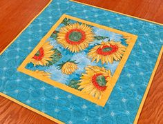 House Quilt Patterns, Star Quilt Patterns, Modern Quilt Patterns, Quilted Table Toppers, Quilted Table Runners, Easy Sewing Projects, Quilting Projects, Quilting Ideas, Everyday Table Decor