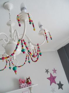 LAMPARA DE ARAÑA RECICLADA: ANTES Y DESPUES Mexican Home Decor, Home Decoracion, Candy House, Chandelier, Deco Boheme, Wooden Stars, Craft Room Storage, Toy Rooms, Recycled Furniture