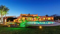 Esta casa com #DecoraçãoTropical vai aquecer os seus dias ;) #AlbufeiraLovers http://www.homeaway.pt/arrendamento-ferias/p1711695?flspusage=fl&utm_source=pinterest&utm_medium=social&utm_term=1711695-albufeira&utm_content=prop-image&utm_campaign=14set