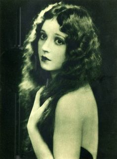 Madge Bellamy, 1923. People had great faces back then.