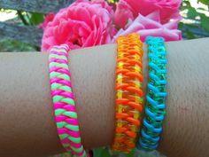 Neon wrists or how to make your own bracelets? {DIY inside} - My creative daily newspaper Source by Gimp Bracelets, Lanyard Bracelet, Crochet Geek, Bracelet Patterns, Beading Patterns, Creeper Minecraft, Plastic Lace Crafts, Make Your Own Bracelet, Bracelet Making