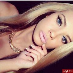 <3 like her makeup too