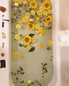 Bathroom Decor yellow color inspiration : yellow lemons and sunflowers for a relaxing bath Frühling Wallpaper, Moon Mandala, Flower Mandala, Bath Photography, Ritual Bath, Deco Floral, Milk Bath, Mellow Yellow, Bath Time