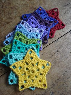 crochet star rainbow - Crochet, sewing, knitting, etc. Crochet Diy, Crochet Amigurumi, Crochet Motifs, Crochet Blocks, Crochet Flower Patterns, Crochet Crafts, Crochet Flowers, Crochet Stitches, Crochet Projects