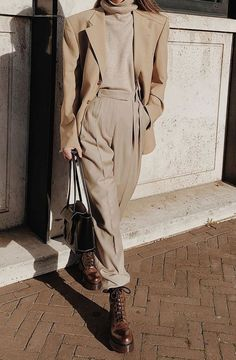 How to wear a monochromatic outfit for winter 2019 Outfits It's My Job to Spot Chic Outfit Trends—These 11 Winter Looks Are Best Winter Outfits For Teen Girls, Winter Mode Outfits, Stylish Winter Outfits, Cold Weather Outfits, Winter Fashion Outfits, Casual Winter Outfits, Fall Outfits, Autumn Fashion, Outfit Winter