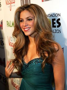 Pin for Later: Shakira's Hair Evolution From Redheaded Rebel to Caramel-Blond Mom November 2007 At the Las Vegas screening of Love in the Time of Cholera, Shakira's hair was flawlessly blown out into full-bodied waves.