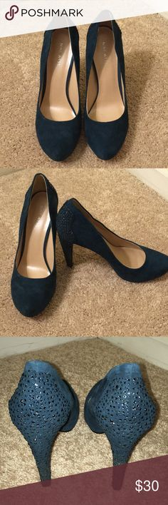 💙 Blue Suede pumps from Nine West 💙 Size 9. Blue suede pumps from Nine West. Lightly used. Excellent condition. Blue stud details on the back. 4.5 inch heel. Nine West Shoes Heels