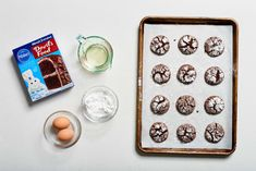 Chocolate Crinkle Cookies - starting with cake mix! Recipe by Patty Catalano at the Kitchn Chocolate Cake Mix Cookies, Gooey Butter Cookies, Chocolate Crinkles, Cake Cookies, Sugar Cookies, Cookie Brownies, Almond Cookies, Yummy Cookies, Cupcakes