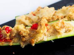 gefüllte Zucchini mit Couscous, Kokosmilch und Kichererbsen - ein Rezept von applethree.de.