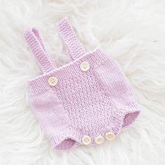 ~ n y f ø d t r o m p e r ~ freshly of the needles ✌ #nyfødtromper #tiddelibom #babymerino #drops #pinkofcourse #knittersofinstagram #instaknit #strikkedilla #knittingaddict #knitstagram