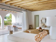 〚 Beautiful renovation of a traditional Spanish house in Ibiza 〛 ◾ Photos ◾Ideas◾ Design Modern House Design, Modern Interior Design, Interior Architecture, Style At Home, Ibiza Style Interior, Interior Design Living Room Warm, Spanish House, Small Room Bedroom, Master Bedroom