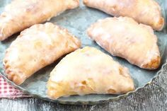 Fried Apple Hand Pies are decadent and delicious treats to make for any special occasion or holiday and it's a recipe guaranteed to please any sweet tooth. I am taking you through step by step on how to make Fried Apple Hand Pies. Fried Apple Pies, Apple Hand Pies, Pecan Pies, Apple Pie Fries, Apple Fritter Cake, Apple Fritters, Easy Cake Recipes, Apple Recipes, Dessert Recipes