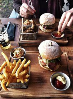 Burger and fries Bistro Food, Pub Food, Cafe Food, Menue Design, Food Design, Menu Tapas, Good Food, Yummy Food, Burger And Fries