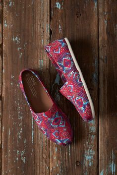 These limited edition Guatemala Where We Give Print Women's Classics have a colorful print inspired by Guatemala, one of the many regions where we give shoes. Exclusively available on TOMS.com or in TOMS stores.